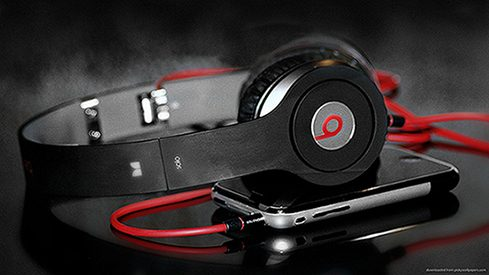 beats-solo-hd-and-iphone.